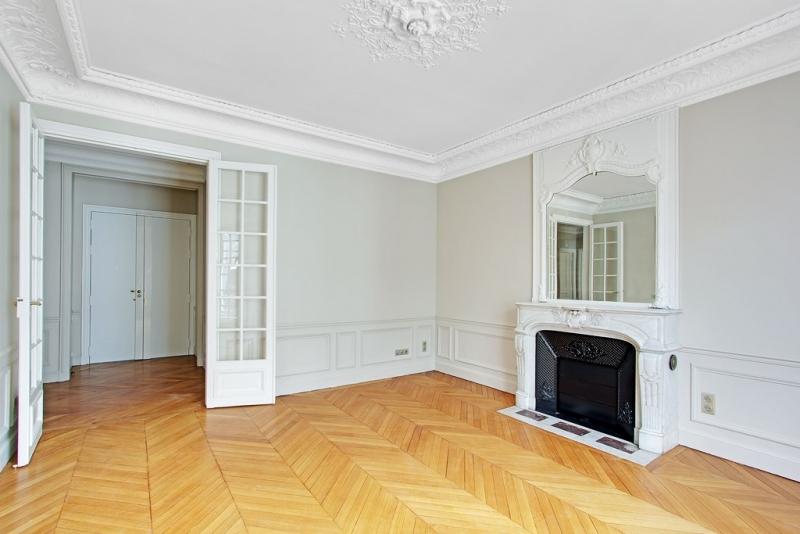 Salon (vue sur Entrée) : Après