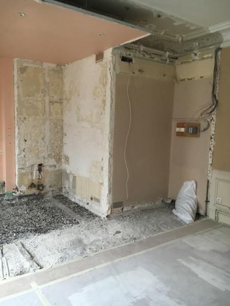 Chambre (vue sur salle de bain) : Avant